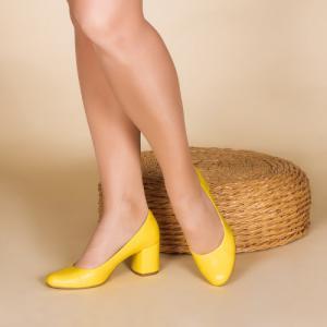 Удобные туфли в желтой коже