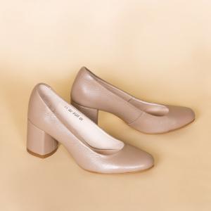 Удобные туфли в бежевой коже
