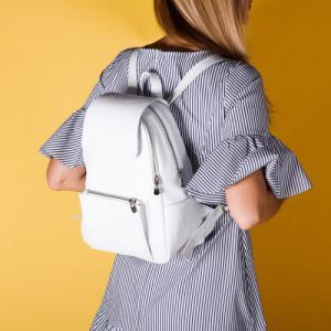 Удобный рюкзак в белой коже