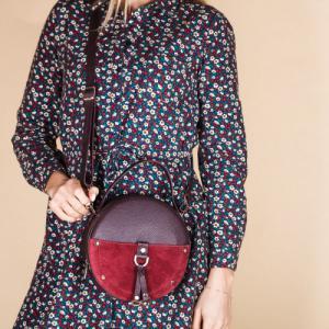 Компактная круглая сумка в бордо коже и замше