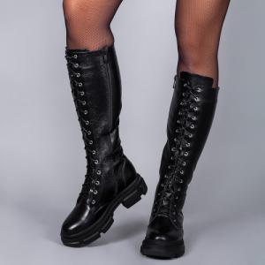 Кожаные сапоги на высокой шнуровке
