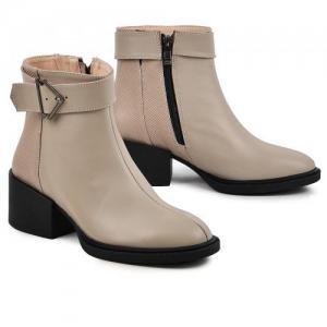 Удобные ботинки в бежевой коже на устойчивом каблуке