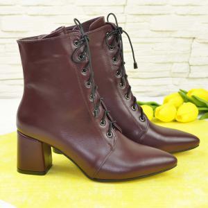 Бордовые ботинки на шнуровке на удобном каблучке