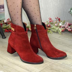 Бордовые замшевые ботинки на шнуровке на среднем  каблучке