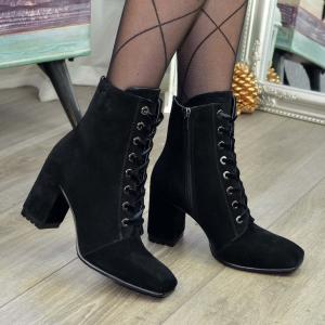 Черные замшевые ботинки с квадратным носком