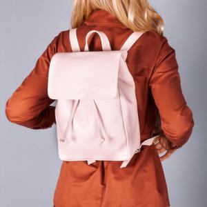 Рюкзак в пудровой коже с клапаном