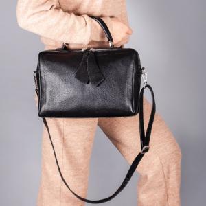 Формостойкая прямоугольная сумка в черной коже