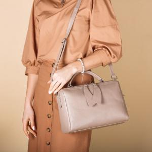 Формостойкая прямоугольная сумка в бежевой коже