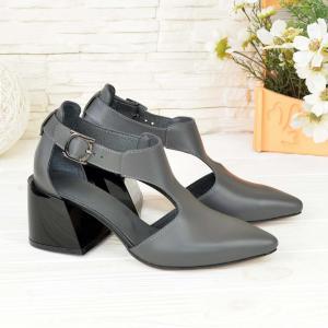 Туфли серые кожаные на глянцевом каблуке