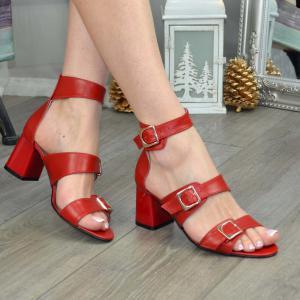 Босоножки красные кожаные на среднем каблуке