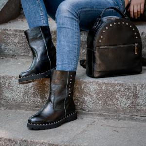 Рюкзак черный кожаный с заклепками